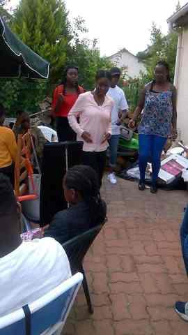 On fête le bac de la jeune femme Manimba (Photos: Nzunga).
