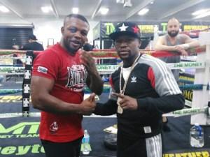 Las Vegas: le champion congolais Ilunga MAKABU et le champion du monde Floyd Mayweather, Africain-américain des USA.