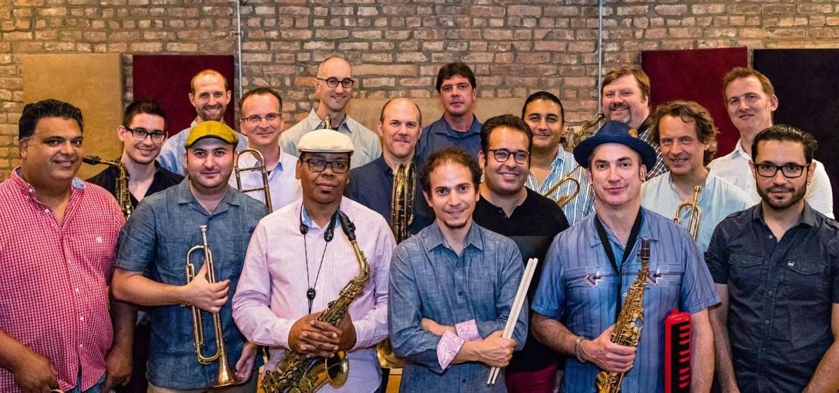 Dafnis Prieto con los músicos de la big band. Foto: Cortesía del artista.