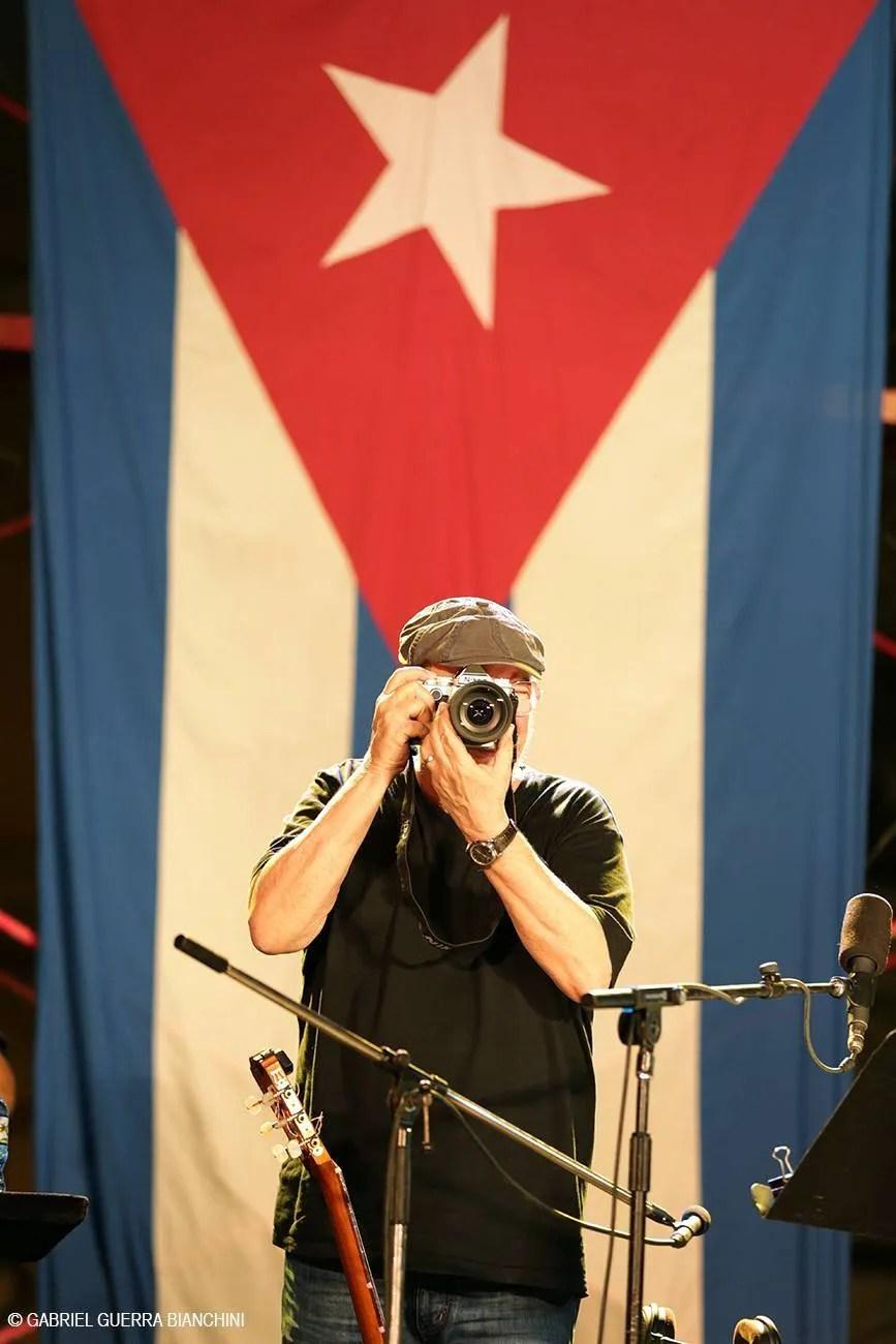 Los conciertos han servido para que Silvio Rodríguez de rienda suelta a una vieja pasión, la fotografía. Foto Gabriel Guerra Bianchini.