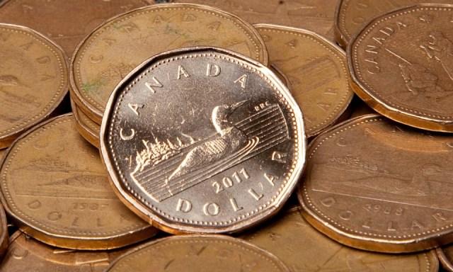 """""""Es probable que el dólar canadiense suba más"""": economistas"""