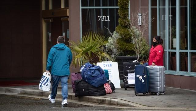 Federales buscan finalizar las cuarentenas en hoteles para los canadienses completamente vacunados en julio