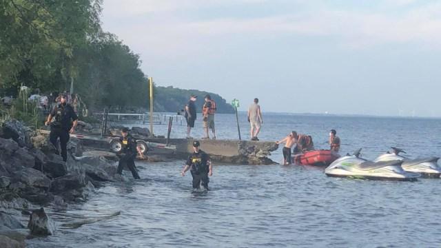 Continúa la búsqueda de niño desaparecido en el lago Erie