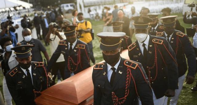 Haití entierra a su presidente asesinado en medio de la agitación