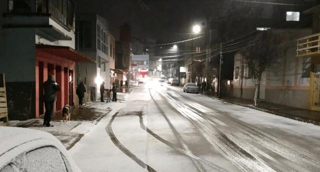 Residentes de Brasil sorprendidos tras caer nieve y granizo