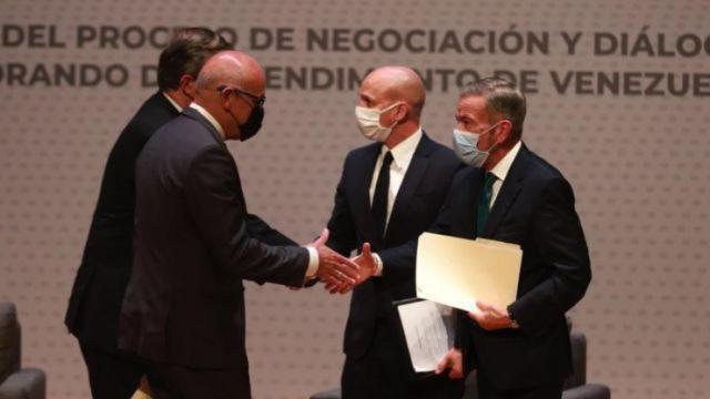 Gobierno venezonalo anuncia primeros dos acuerdos en diálogo