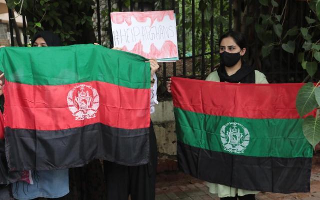 """Mujeres afganas piden """"ayudas concretas"""" en España tras evacuación"""