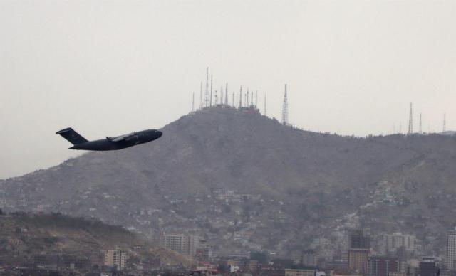 EE. UU. suspendió temporalmente los vuelos con afganos tras casos de sarampión