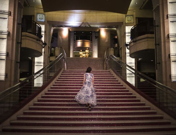 A woman walks up the stairs to the Dolby Theatre in Hollywood, hours before arrivals for the Academy Awards in Los Angeles, California February 22, 2015. The 87th Academy Awards ceremony honors the best films of 2014. REUTERS/Adrees Latif  (UNITED STATES - Tags: ENTERTAINMENT) - RTR4QMM7
