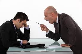 Despăgubiri pentru hărțuirea la locul de muncă. România vs. U.S.A.