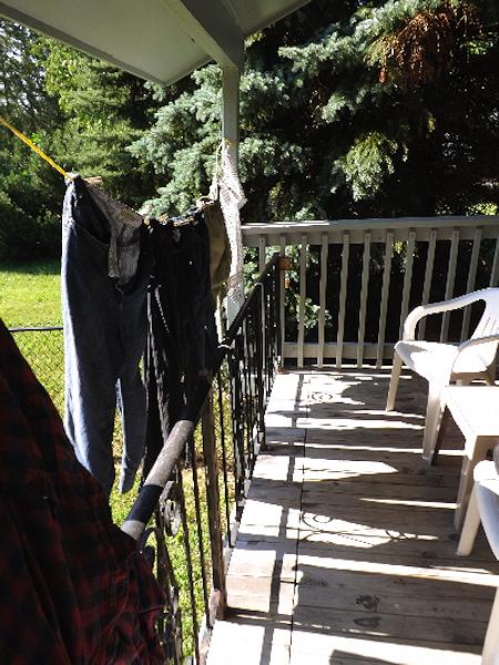 DSCF2688hanging laundry