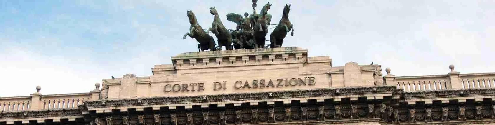 Pubblicare annunci di escort in Italia è legale. Lo ha deciso e sancito la Corte di Cassazione.
