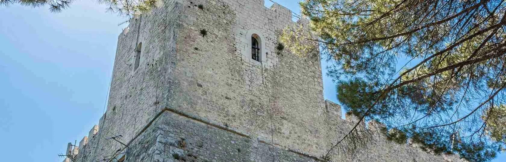Le escort Campobasso appena arrivano in città visitano il meraviglioso Castello di Monforte, bellezza imperdibile anche per loro.