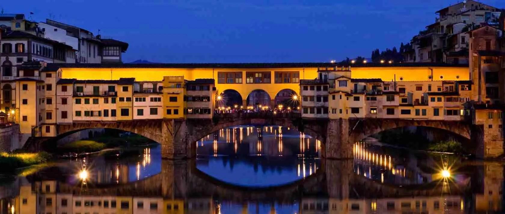 Il Ponte Vecchio di Firenze è il luogo preferito dalle escort Firenze per una passeggiata romantica.