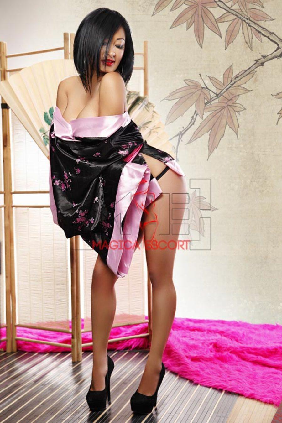 Kaori escort nippo ispanica con un vestitino sexy giapponese.