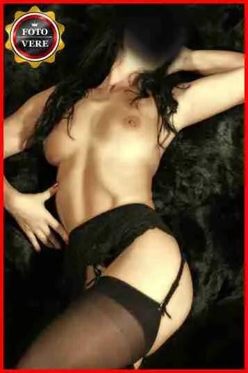Norah Geisha è una escort Roma che in questa foto non lascia nulla al caso