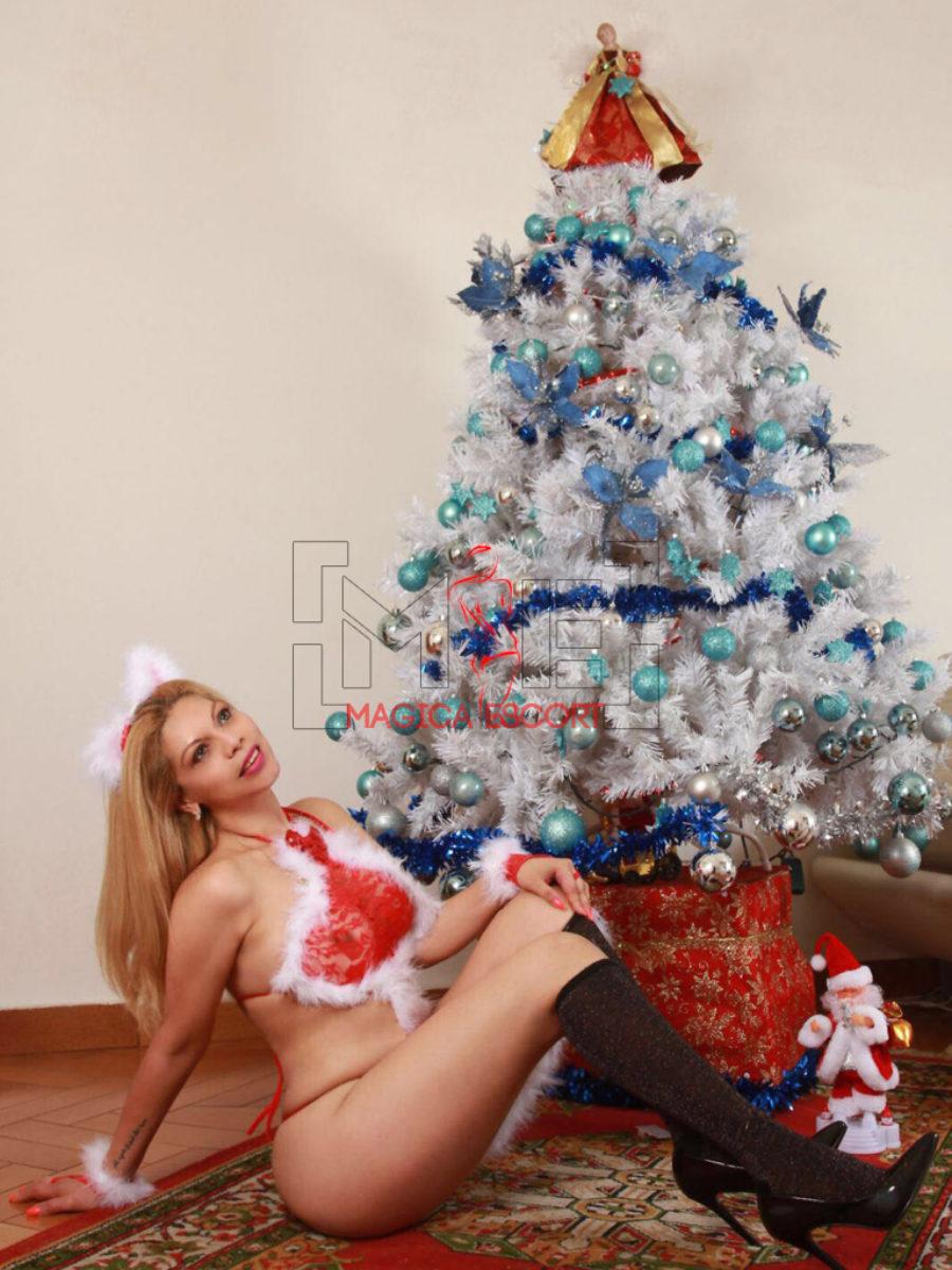 Diamante escort Roma ti fa gli auguri di Natale con questo splendido completino sexy