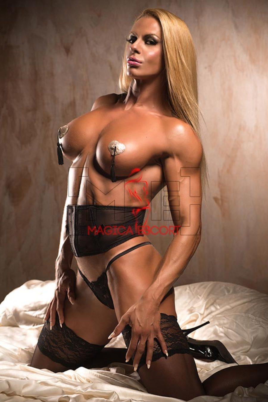 Larissa escort Roma ci mostra un seno perfetto.