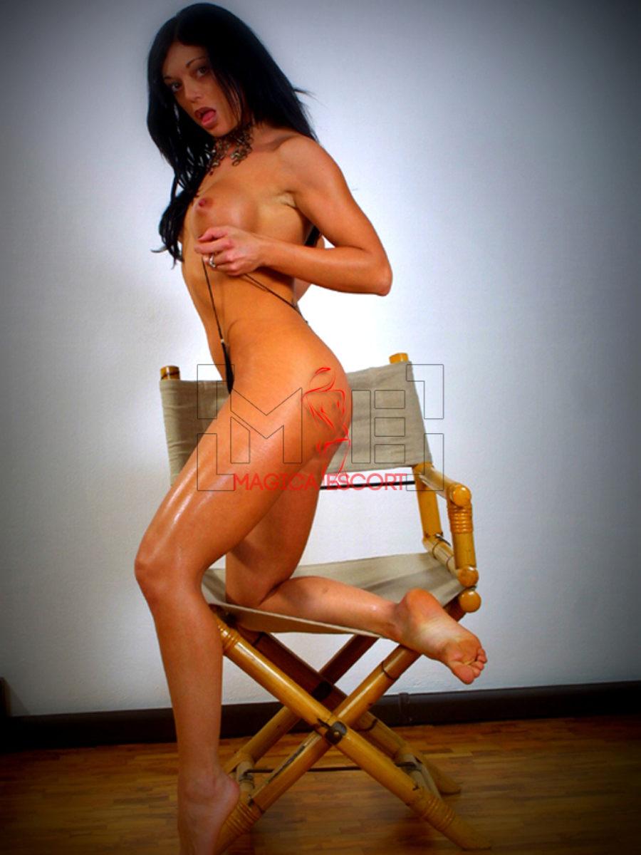 Luana escort Bologna sexy e provocante in questa foto di nudo integrale