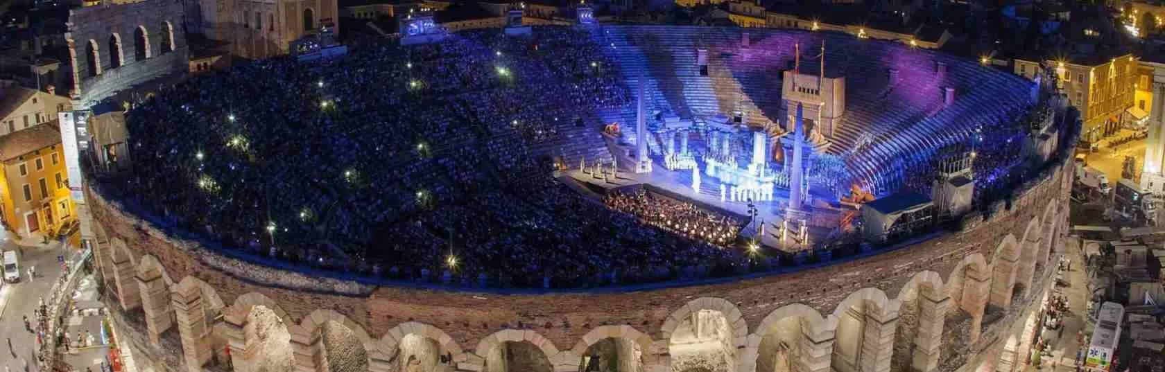 Una escort Verona desidera trascorrere una serata in tua compagnia in Arena a Verona.