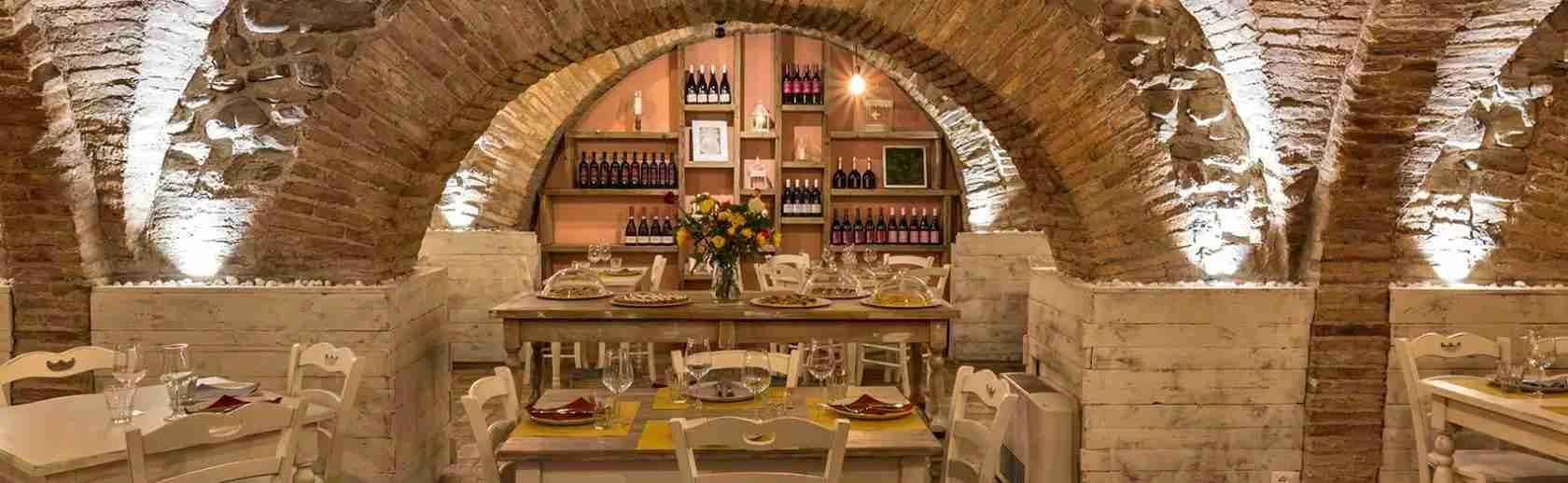 Le escort Pesaro Urbino amano cenare in una vecchia osteria tra i borghi medioevali. Magica Escort
