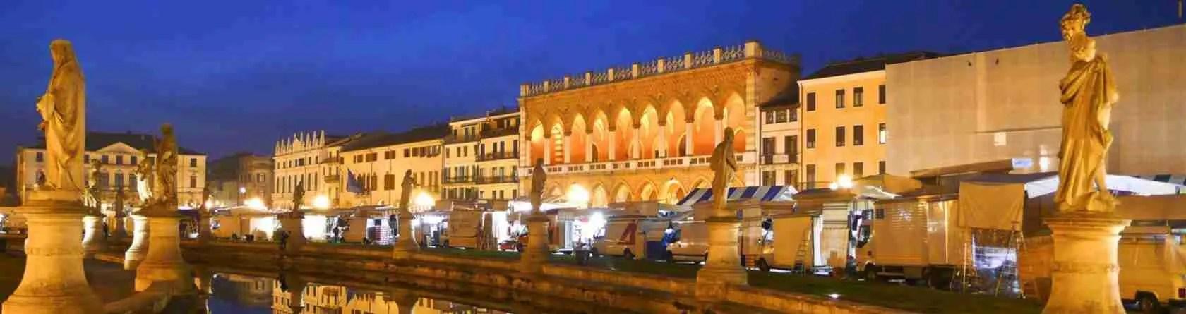 Le escort Padova amano passeggiare, mano nella mano al tramonto, lungo le vie incantevoli di Padova.