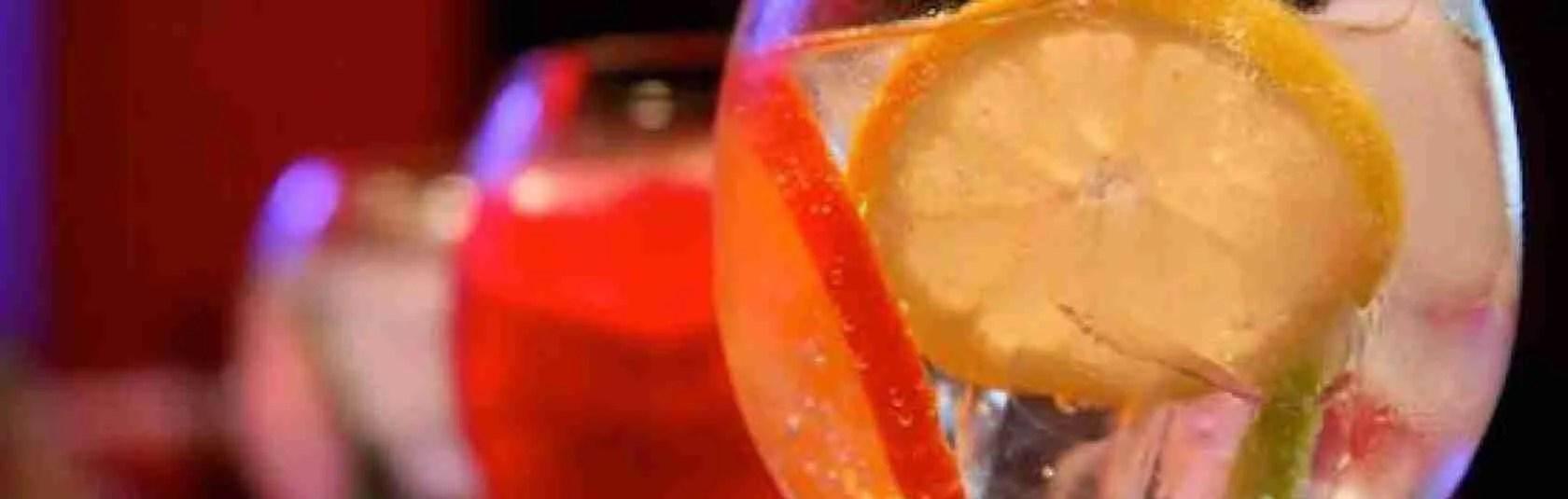 Le escort Padova amano lo spritz, il classico aperitivo che si beve a Padova. Magica Escort