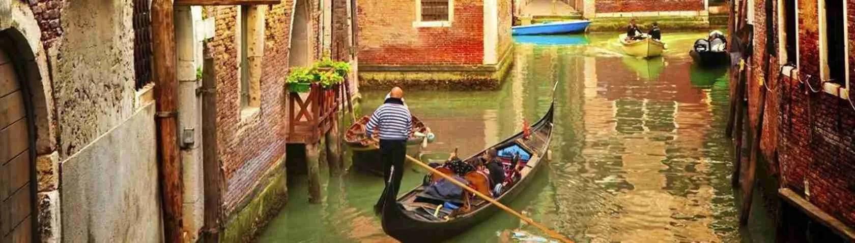 Le escort Venezia sono le attuali cortigiane che, un tempo, passeggiavano tra calli, campielli e ponti. Magica Escort