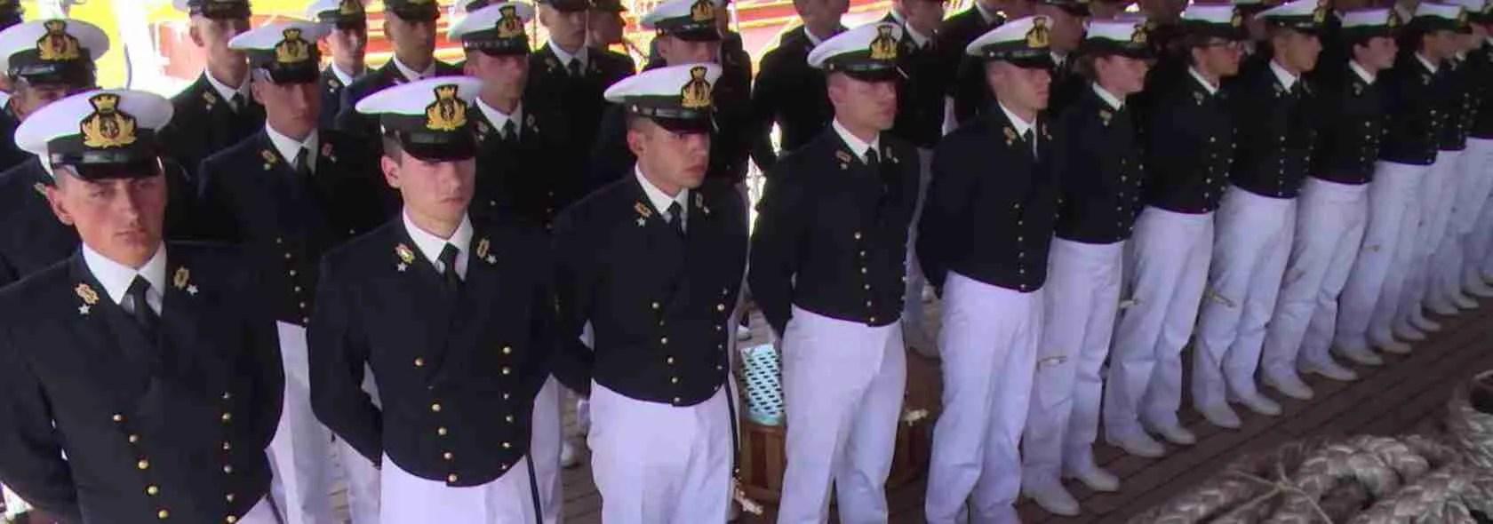Le escort Livorno sono affascinate dai marinai in divisa dell'Accademia Navale di Livorno. Magica Escort