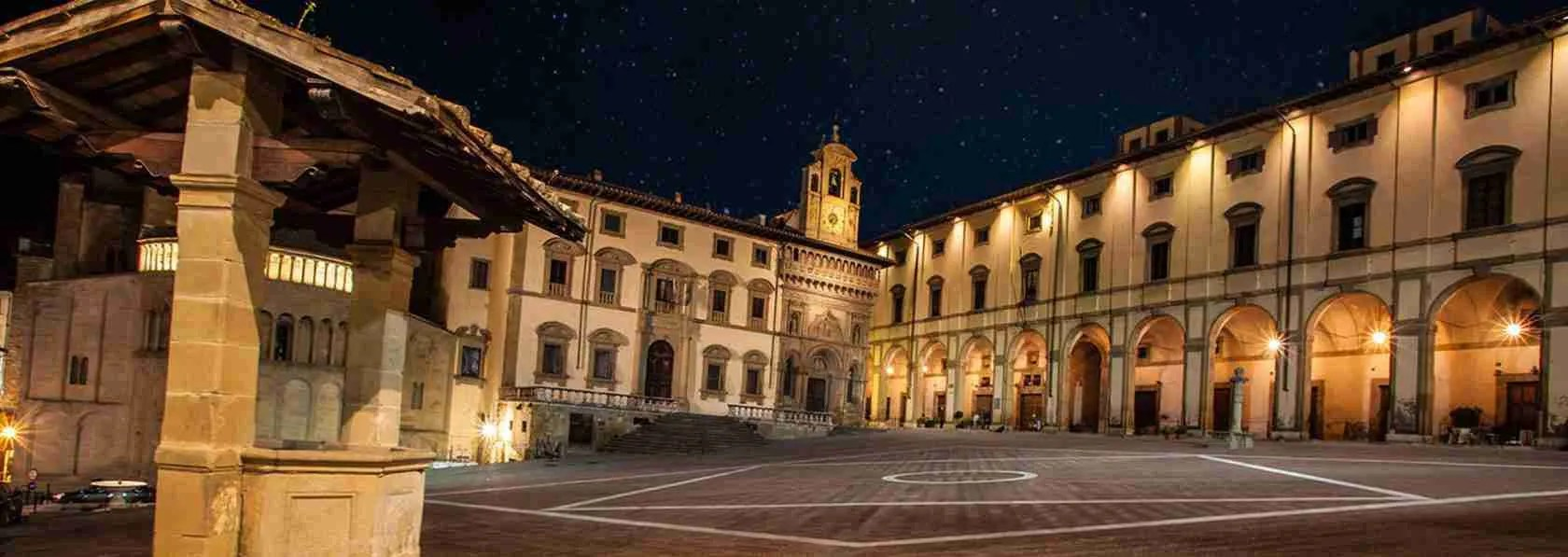 Le escort Arezzo sono immancabili in Piazza Grande ad Arezzo.