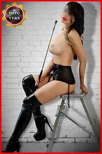 Elena Casanova escort top class in versione padrona e mistress.