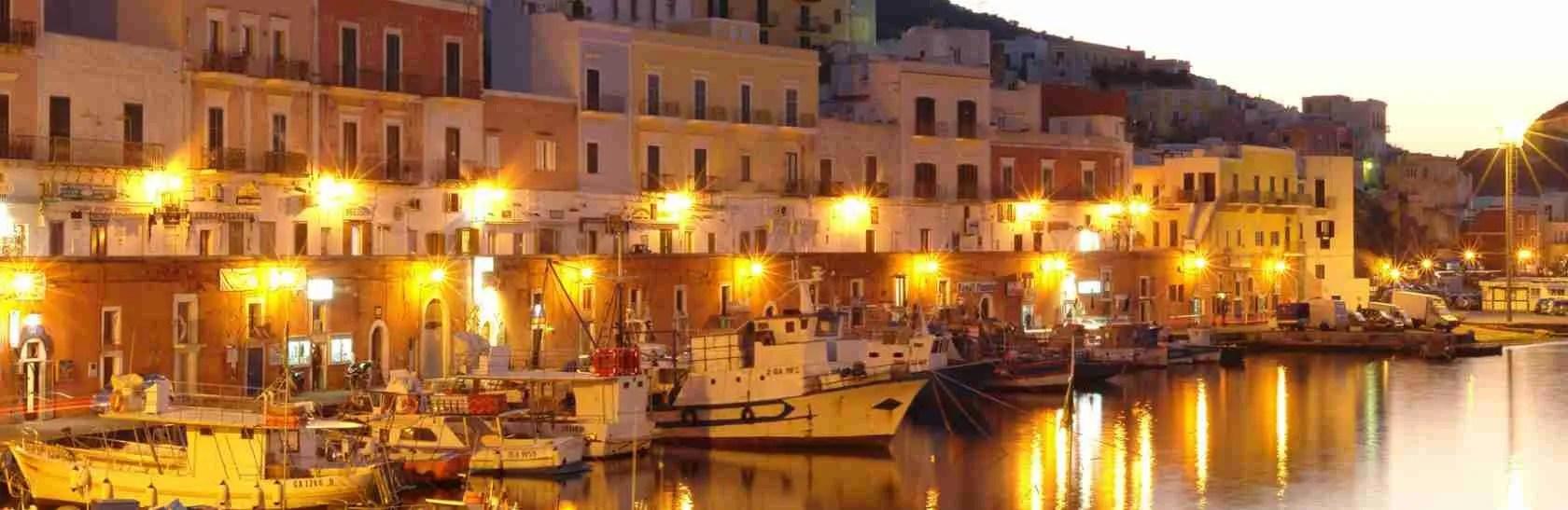 Le escort Latina adorano la magica atmosfera dell'Isola di Ponza al tramonto. Magica Escort
