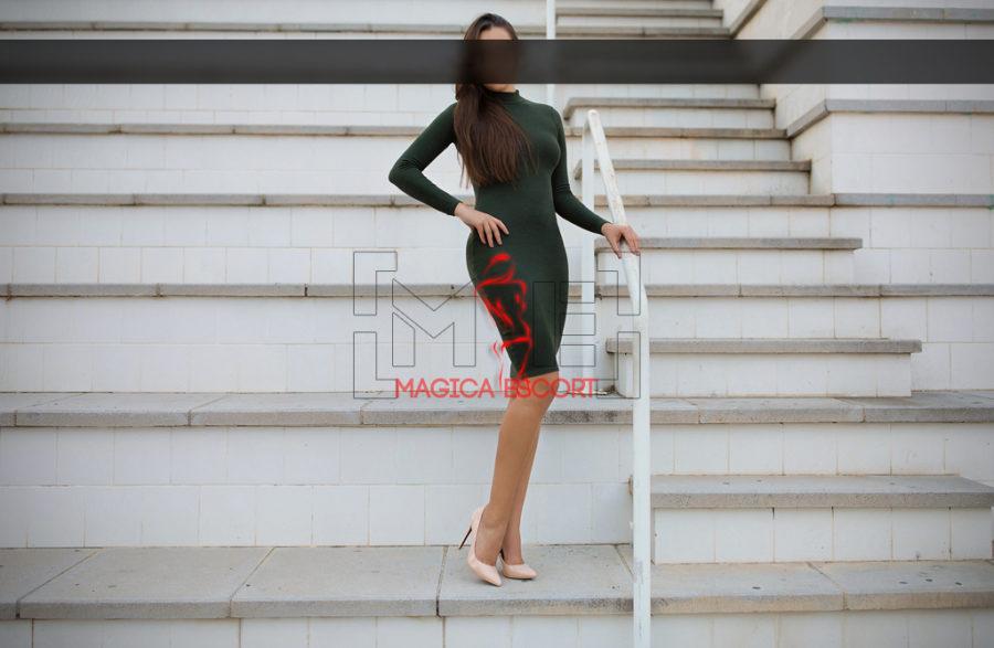 Eva escort Vicenza indossa un tubino mozzafiato.