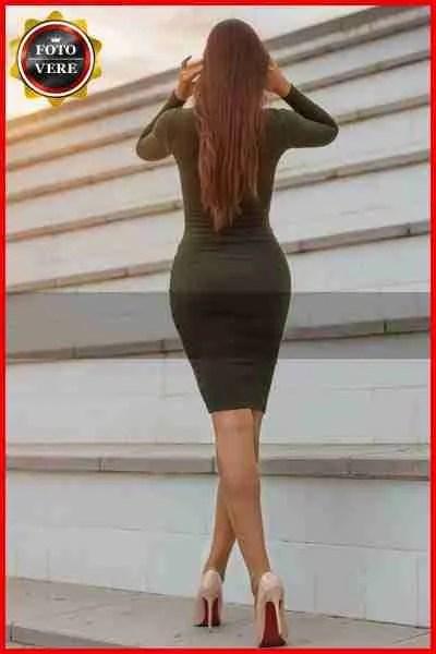 Eva Monroe escort Vicenza fasciata in un abito molto elegante. Magica Escort