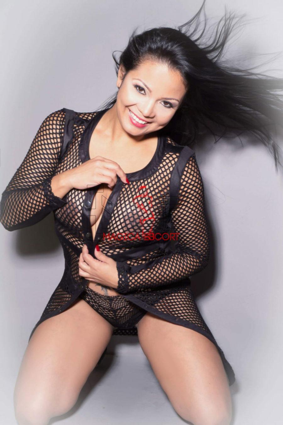 Vanessa accompagnatrice colombiana lascia intravedere le forme perfette. Magica Escort