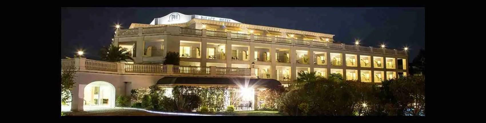 Le escort Desenzano sognano di trascorrere con te una nottata infuocata in uno dei bellissimi alberghi di lusso presenti sul lago di Garda. Magica Escort.