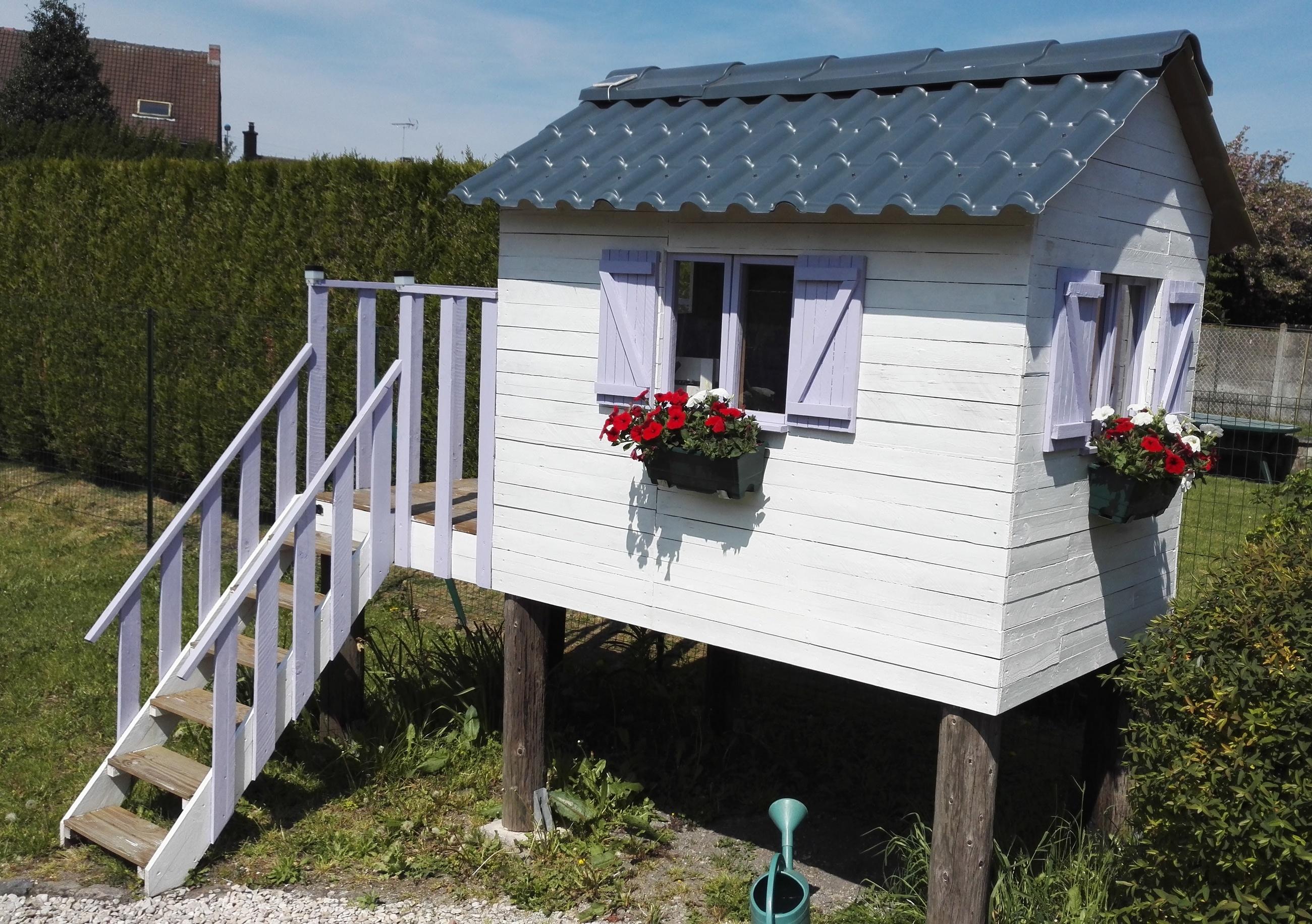 Fabriquer une cabane pour enfants avec des palettes