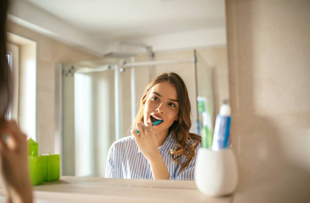 A Fast Way To Whiten Teeth At Home