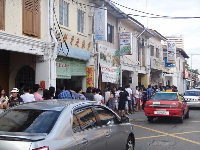 queing for capitol satay Melaka