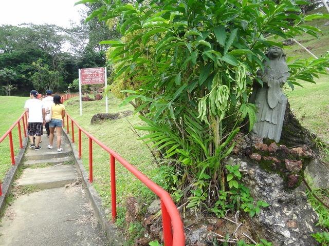walking up chinese hill Melaka