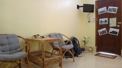 Battambang My Homestay Guesthouse - Sitting Area and Cable TV