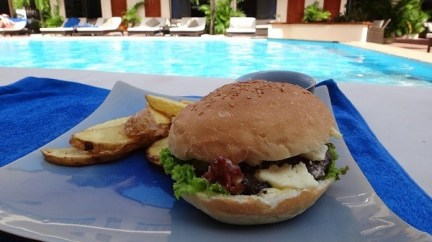 Beach Club Resort Sihanoukville - Blue Cheese and Bacon Burger