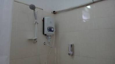 Beach Club Resort Sihanoukville - Superior Poolside Room - Awesome Hot Shower