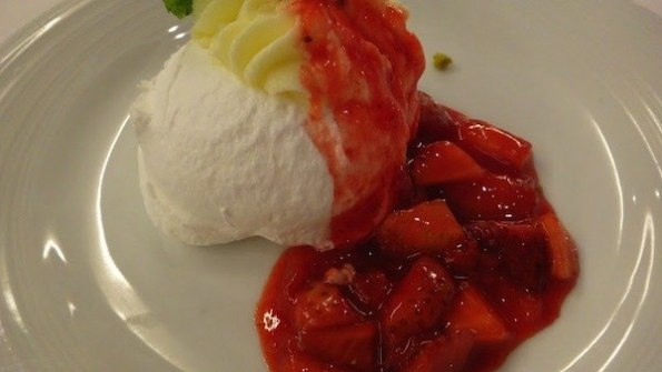 Romeo and Juliet Main Dining Hall Night 1 Menu - Strawberry Pavlova