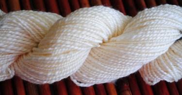 Matassia di fibra di latte filata da Crafty Andy