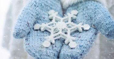 Guanti di lana con fiocco di neve
