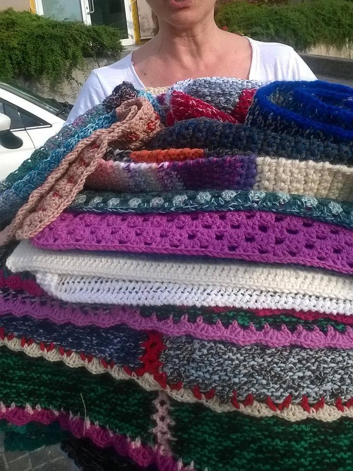 Quadrati a maglia e uncinetto raccolti da Viva Vittoria