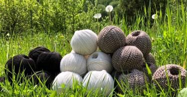 Gomitoli in lana naturale