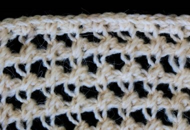 Punto a uncinetto tunisino tratto dalla pubblicazione: Knitting and Crochet - A Guide to the use of the Needle and the Hook