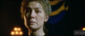 Radioactive, Rosamund Pike interpreta Marie Curie al cinema